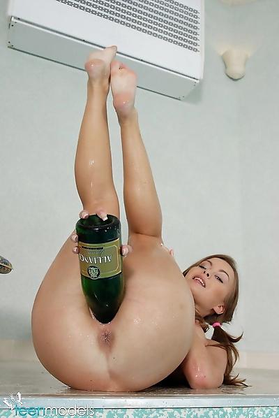 Сладкий подросток строительство пустые wine..