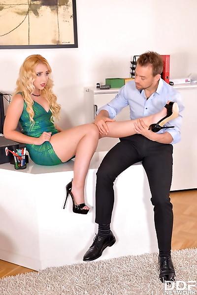 Blonde babe Samantha Rone..